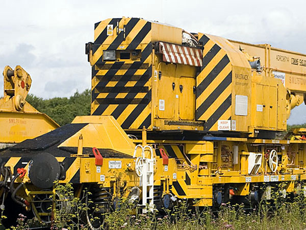 Travelling tail ballast on tele-jib crane